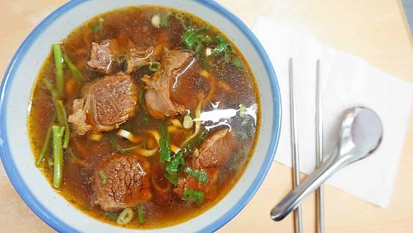 【台北美食】濟南牛肉麵-超過40年老字號超人氣排隊牛肉麵店