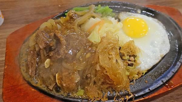 【台北美食】大佬牛牛排館-美味的台式牛排商業午餐只要100元!