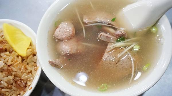 【台北美食】勝記油飯-美味度爆表!只要20元就能吃到的超美味銅板小吃