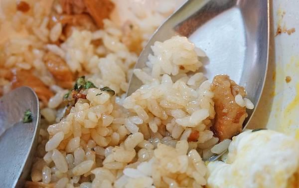 【台北美食】大腸滷肉飯-隱藏在大樓裡的隱藏版美食