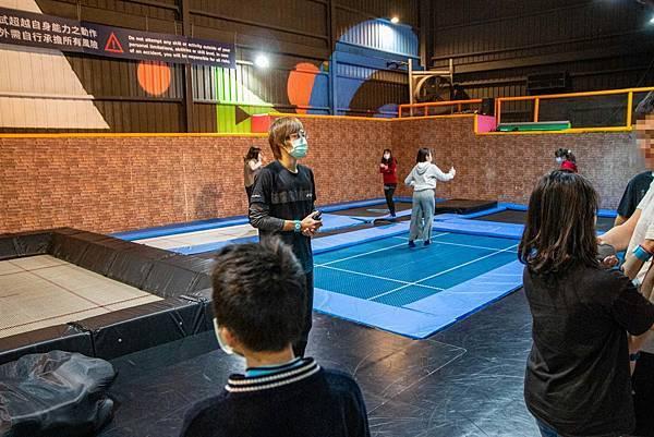 【台中景點】Air-Gene空氣基因-小孩放電最佳選擇!一玩停不下來的彈跳床育樂中心,還有攀岩、彈跳籃球、彈跳躲避球、冬令營等多項活動