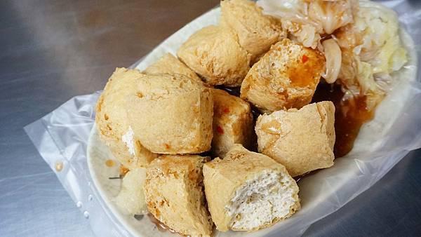 【台北美食】阮Q臭豆腐-外酥內嫩又會吸醬汁的美味迷人臭豆腐
