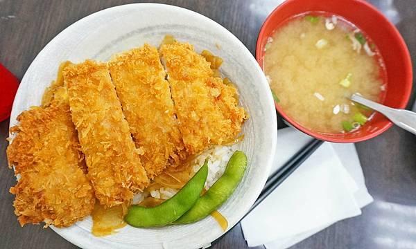 【台北美食】小珍園拉麵-附近上班族中午用餐時間會來品嚐的美味小吃店