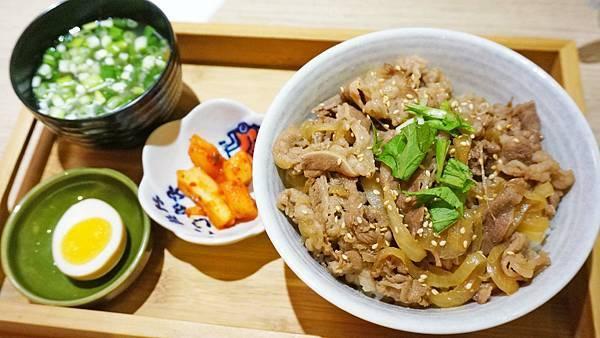 【林口美食】主丼飯食.烏龍麵-只要99元就能吃到美味的牛肉丼飯,還有小菜、湯、飲料,CP值超高!