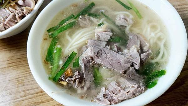 【台北美食】(無名) 鴨肉麵-隱藏在台北後火車站商圈巷弄裡的無名路邊攤