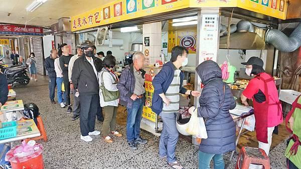【基隆美食】遠東賴家水煎包-1顆只要10元的超人氣排隊水煎包店