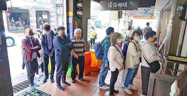 【基隆美食】周家蔥油餅豆漿店-排隊人潮不間斷!50年蔥油餅早餐老店
