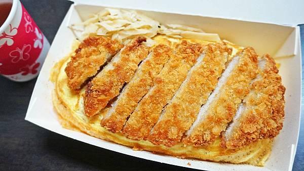 【台北美食】悅湘蛋包飯-隱藏在台北車站附近大樓裡,學生最愛的美食店家