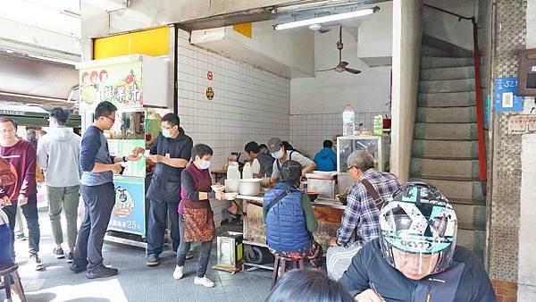 【基隆美食】三角窗麵擔-沒有明顯招牌卻有大批排隊人潮的古早味小吃店