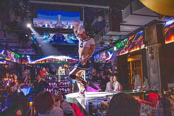 【台中夜店】MythOcean-是酒吧也是夜店,更是美味無比的餐廳!還有免費的猛男猛女鋼管秀哦!