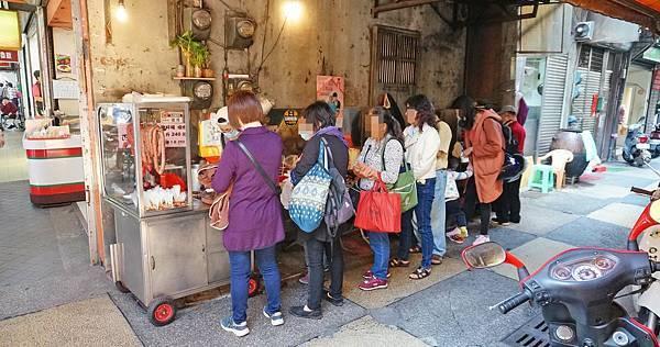 【基隆美食】孝三路的無名豬肝腸滷味攤-隱藏在巷弄裡沒有店名沒有招牌只有內行人才知道的店家