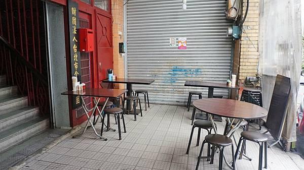 【台北美食】郭古早味魯肉飯-超低調不起眼小吃店!卻有內行人必點的排骨飯
