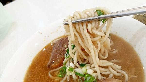 【台北美食】認真煮麵-不用100元就可以吃到牛肉麵!