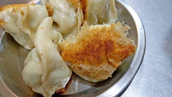 【基隆美食】東霖煎餃-比一般還要大2倍以上的超大顆巨無霸煎餃
