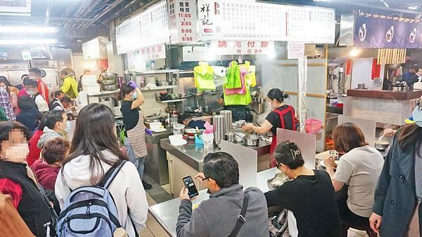 【台北美食】祥記號美食小吃-隱藏在水源市場裡!中午會大爆滿的美味滑蛋燴飯