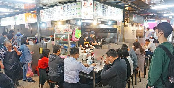 【台北美食】龍記炒燴-想吃?要等20分鐘以上,網路評價4.4顆星超人氣店家
