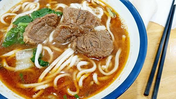 【板橋美食】阿助牛肉麵排骨酥麵-100元就能吃到好吃又美味的牛肉麵