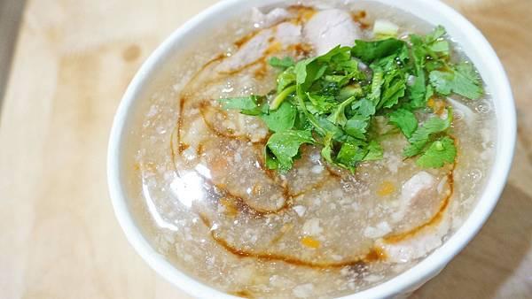 【台北美食】佳佳蒜味肉羹-想要多蒜自己加!隱藏在巷弄裡的小吃店