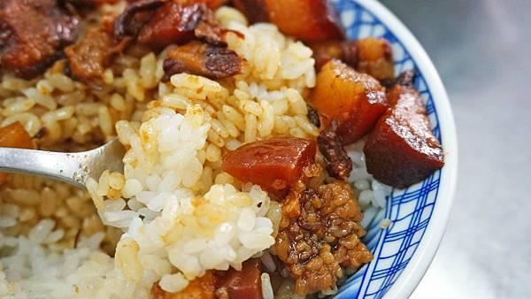 【板橋美食】潘古早味滷肉飯-最強的滷肉飯之一!不輸給名店的味道