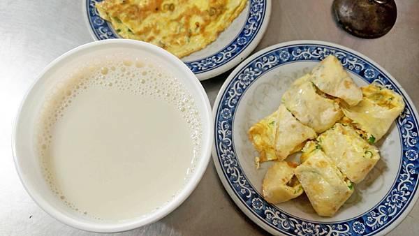 【板橋美食】阿霞豆漿-隱藏在巷弄裡的30年老字號豆漿店