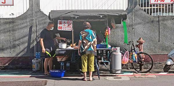 【中和美食】中和員山路無名手工蛋餅攤車-吃了會讚不絕口的美味手工蛋餅
