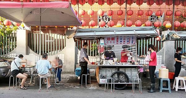 【台北美食】三條路油飯-早上九點前才能吃到的美味路邊攤小吃店