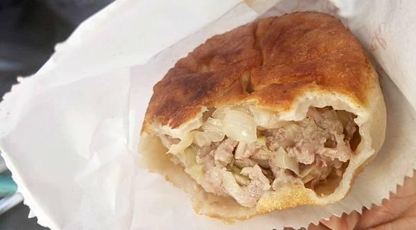 【台北美食】利隆餅店-隱藏在東門市場裡旁邊巷弄的爆人氣餡餅店