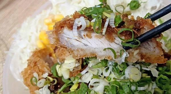 【中和美食】郁日式炸豬排-100元就能吃到3公分厚的日式豬排飯