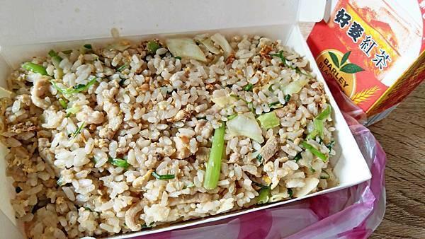 【中和美食】萊福小吃店-超便宜50元肉絲炒飯還多送一罐飲料