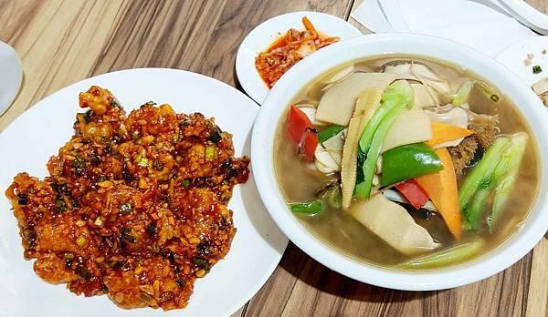 【台北美食】父子廚房-1碗麵2個人也吃不完!陽明山裡CP值最高的韓式中華餐廳