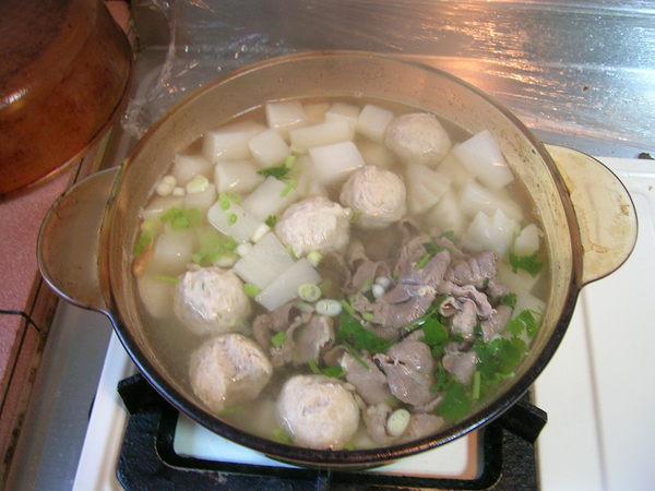 蘿蔔丸子肉片湯(一)