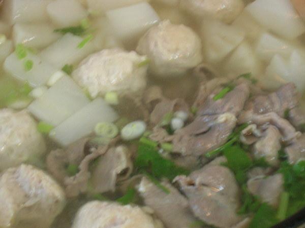 蘿蔔丸子肉片湯(二)