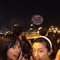 看過最讚的還是多年前和家人去日本旅遊碰到的花火節