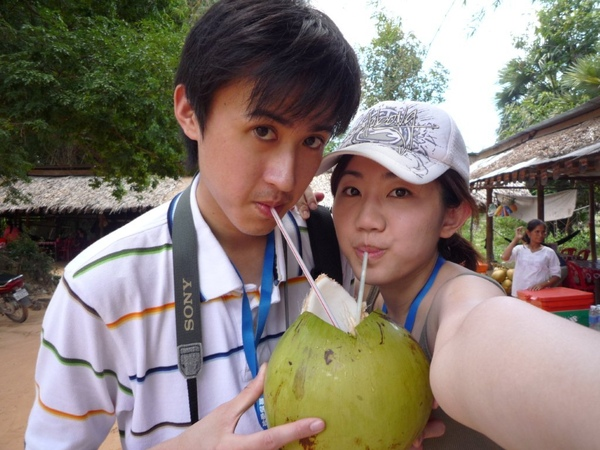 一棵椰子2000柬幣=0.5美金
