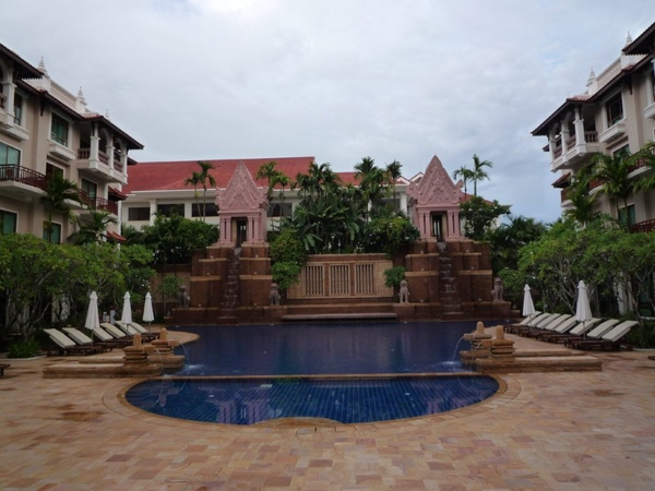 吳哥聖卡藝術酒店游泳池很讚!