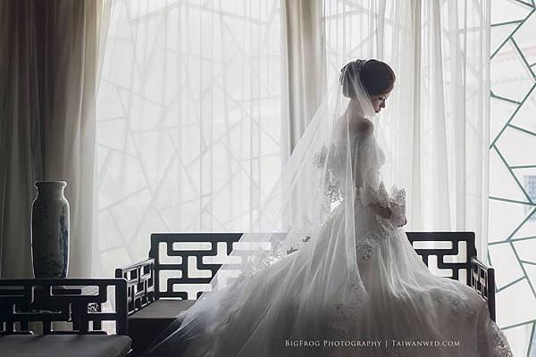 自助婚紗-手作蕾絲綴花蓬裙白紗 -