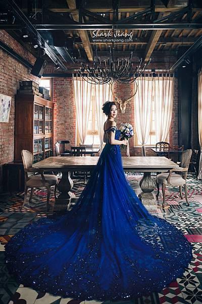 NO.9婚紗攝影-奢華一字領藍鑽禮服