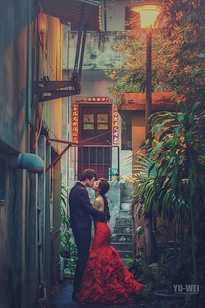 NO.9婚紗攝影-豔紅層次魚尾禮服