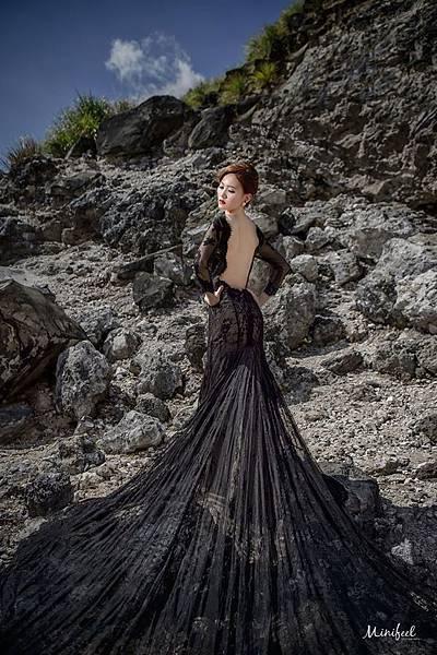 NO.9婚紗攝影-蕾絲美背黑魅魚尾禮服