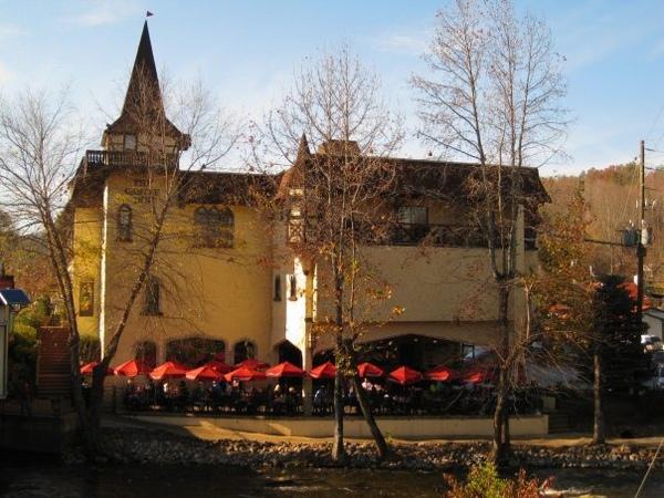 夕陽下的城堡餐廳