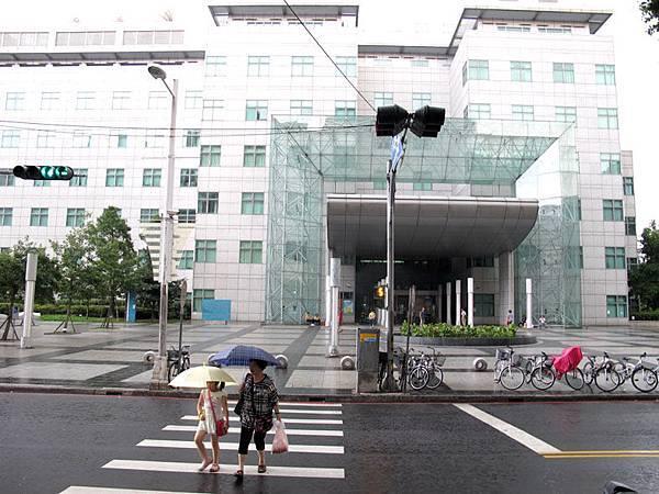 2011.8.12曹俊彥-中英圖書館回顧展.JPG