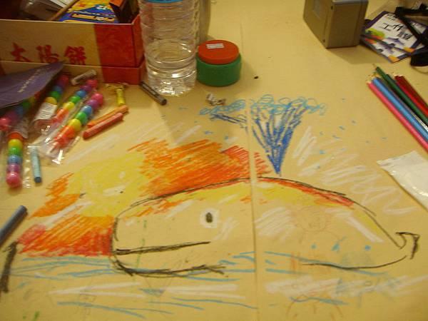 現場在桌子上畫的大鯨魚.JPG