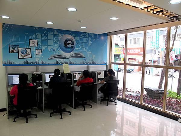 一樓電腦使用區.JPG