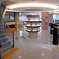 二樓的童書區 (2).JPG