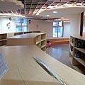 二樓的童書區 (5).JPG
