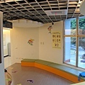 二樓的童書區 (6).JPG