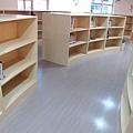 二樓的童書區 (7).JPG