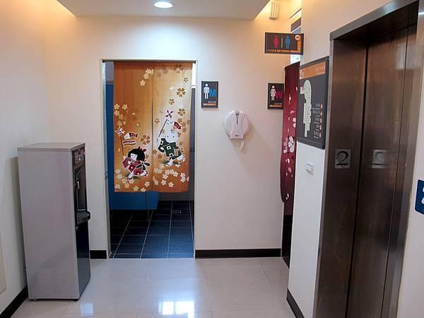 二樓廁所.JPG