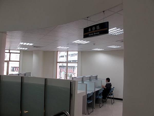 三樓的用功讀書區.JPG
