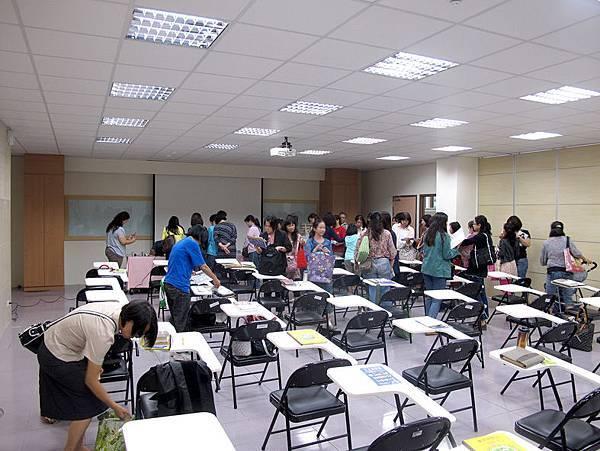 2011.11.3劉清彥老師講座(西盛圖書館地下一樓).JPG